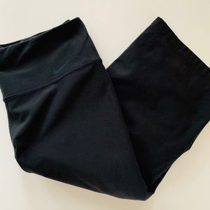 NIKE DRI FIT black cropped athletic pants - Small